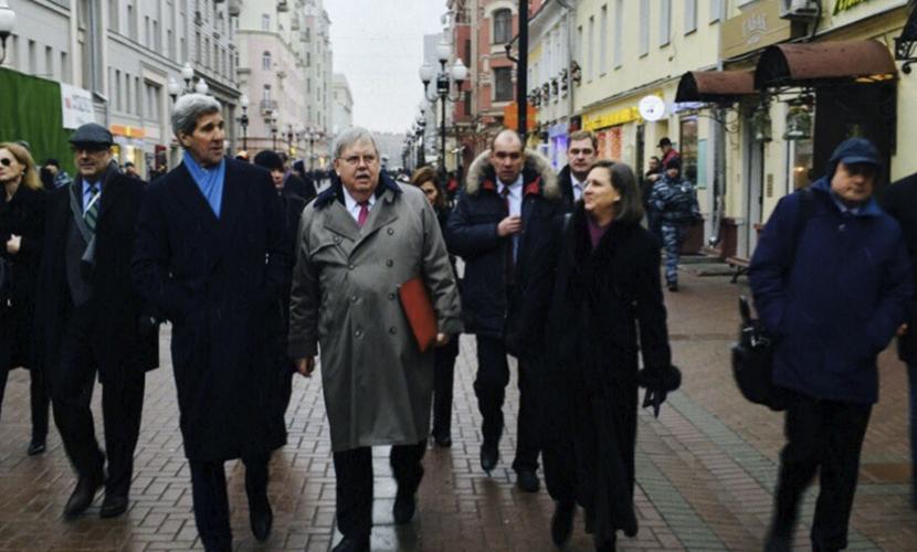 Джон Керри на Арбате в Москве купил подарки к праздникам