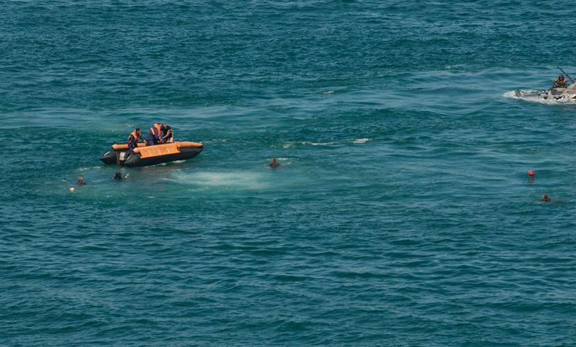 Корабль со 122 людьми на борту затонул у берегов Индонезии
