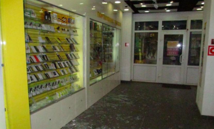 Мужчина с молотком и гранатой напал на магазин в Твери