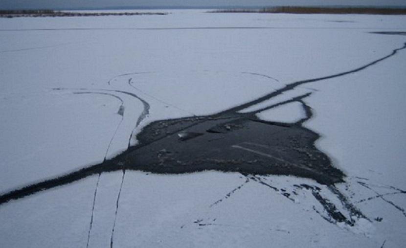Женщина и двое мужчин погибли, провалившись под лед в Воронежской области