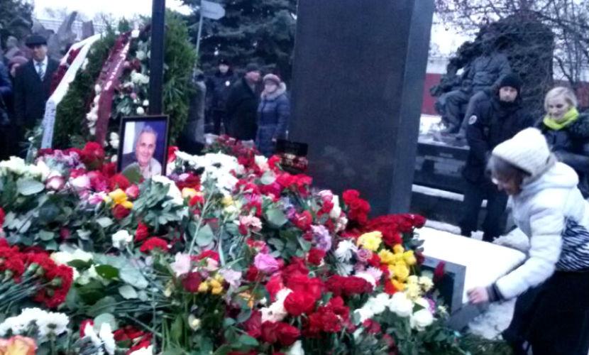 Эльдара Рязанова похоронили под композицию из