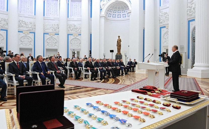 Путин наградил Хазанова и Михалкова орденом