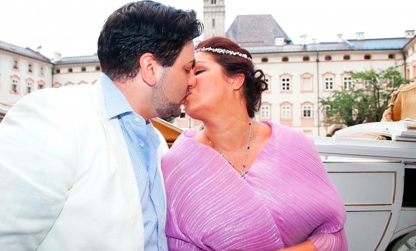 Нетребко в короне за 2 млн евро вышла замуж за ученика Паваротти