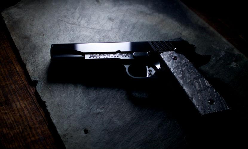 Пистолеты из метеорита стоимостью миллион долларов начали создавать в США