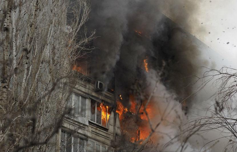 Пожарные не могли проехать к месту взрыва из-за припаркованных авто