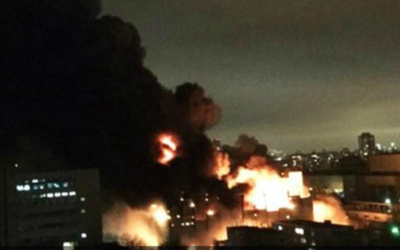 Крупнейший за четверть века пожар в Москве пылает на территории Тушинского завода