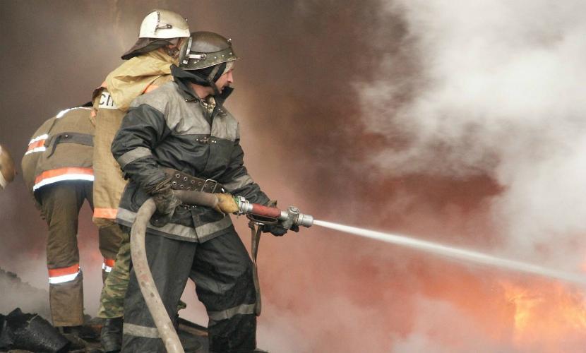 В Новокузнецке при пожаре в многоэтажном доме погибли четыре человека