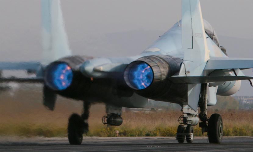 Звезды шоу-бизнеса и спорта устроили новогодний концерт на российской авиабазе в Сирии