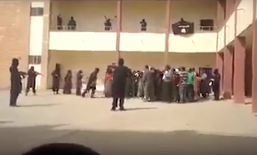 Кадры пленения девушек боевиками ИГ шокировали пользователей соцсетей