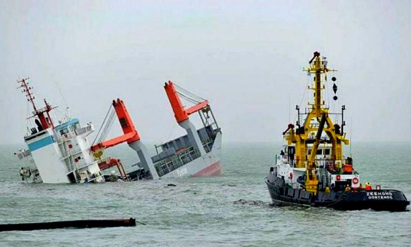 Танкер потопил грузовое судно после столкновения в Сингапурском проливе