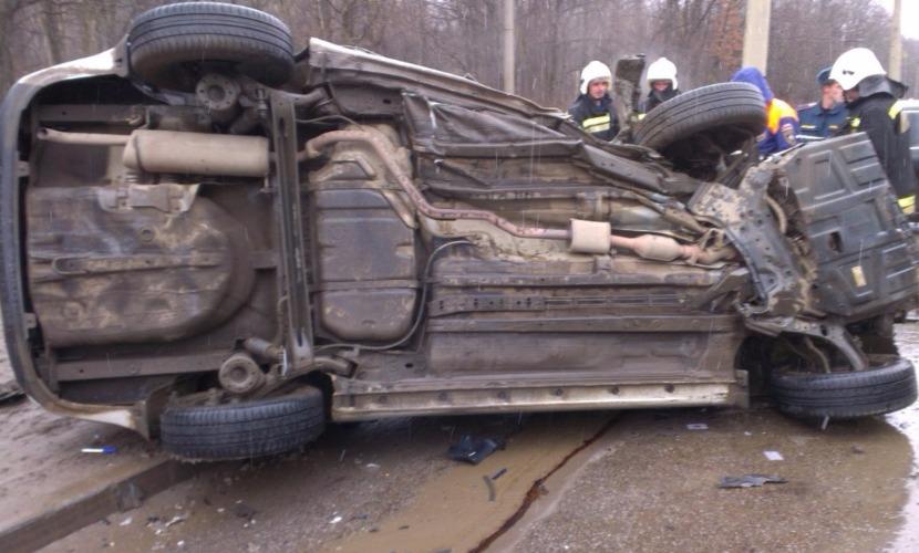 После выезда Kia Rio на встречную полосу три человека погибли в Смоленской области