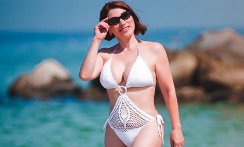Роза Сябитова на отдыхе показала себя в открытом купальнике