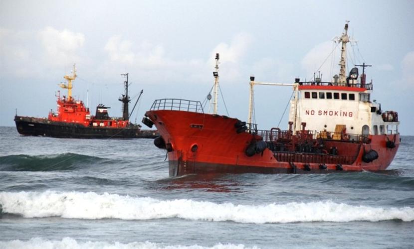 Операция по снятию танкера