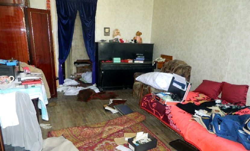 Мужчина жестоко расправился с женой и отцом в родительском доме под Саратовом