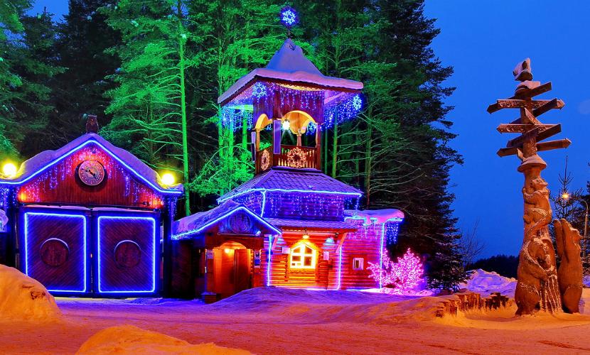 В новогодней столице России и на Урале зажгли праздничные огни