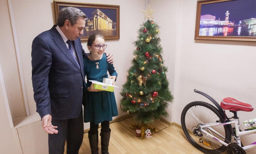 Велосипед от Путина получила на Новый год сибирская школьница