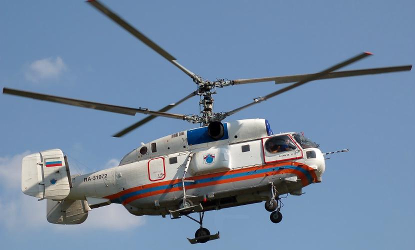 Вертолеты эвакуируют экипаж российского сухогруза, севшего на мель в Приморье