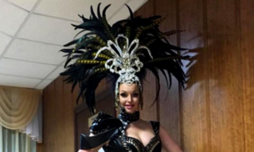 Анастасия Волочкова в кожаном эротическом костюме выступила на празднике МЧС