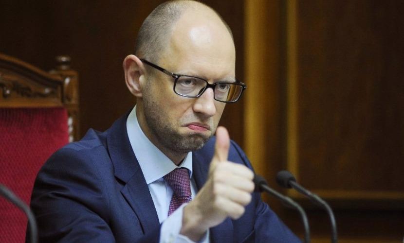 Яценюк предложил изменить закон, чтобы зеркально отвечать на санкции России