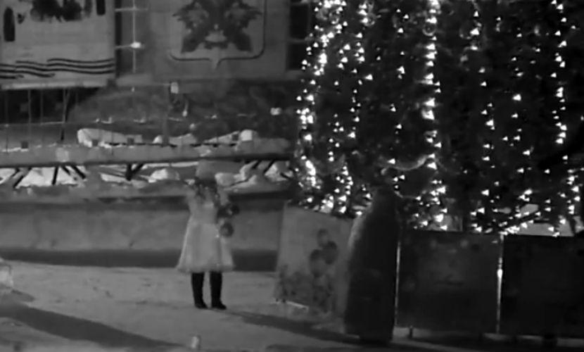 Дерзкое преступление Деда Мороза и Снегурочки на Урале попало на видео