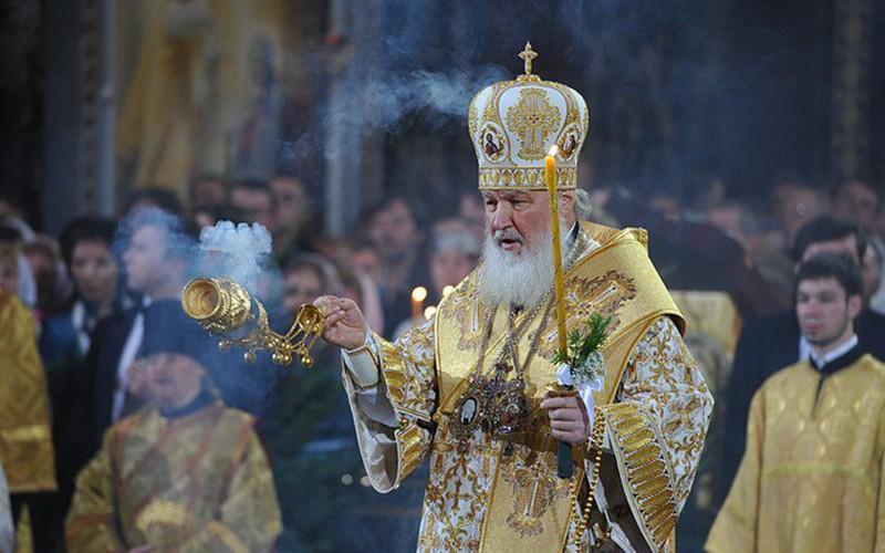 Рождество в городах России отметили со световыми эффектами и пиротехническим шоу