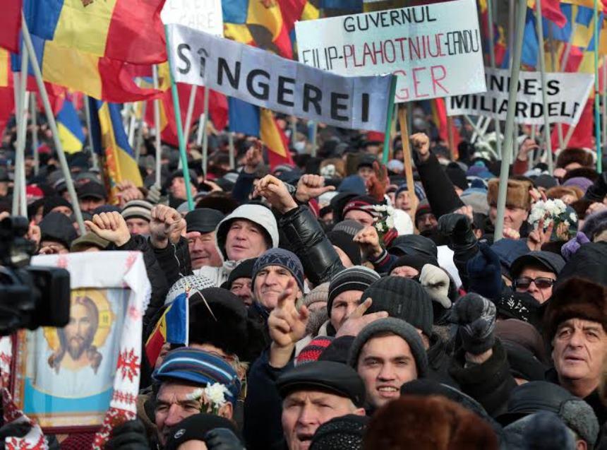 Участники акции протеста в Молдавии перекрыли въезд в Кишинев