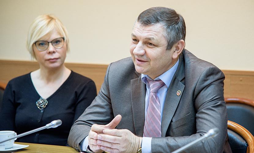 ДНР пообещала за два года сделать все школы электронными