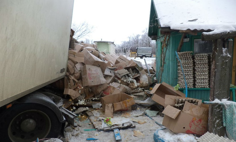 Грузовик с яйцами из Саратова уничтожил жилой дом в Волгоградской области