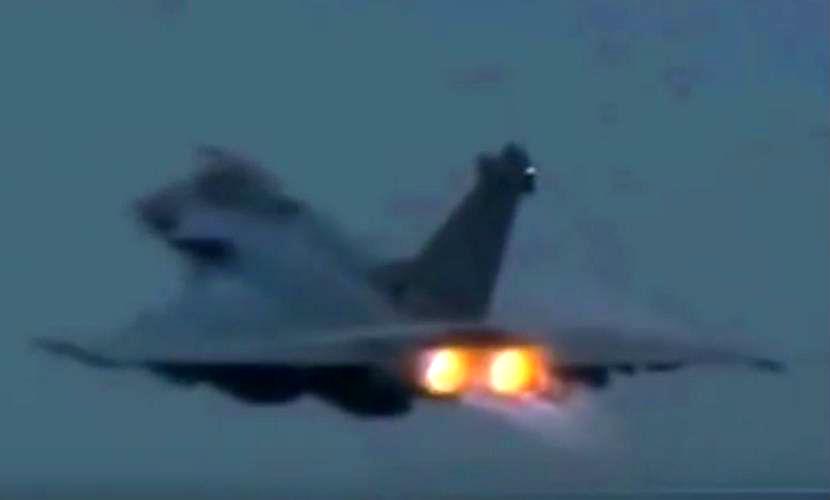 Два НЛО атаковали самолет сирийской армии после бомбардировки позиций ИГИЛ