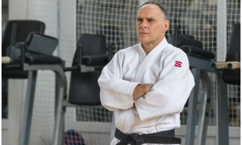 Путин вручил итальянскому тренеру по дзюдо российский паспорт
