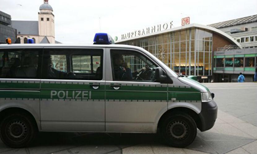 Полиция Кельна установила личности уже 32 насильников женщин