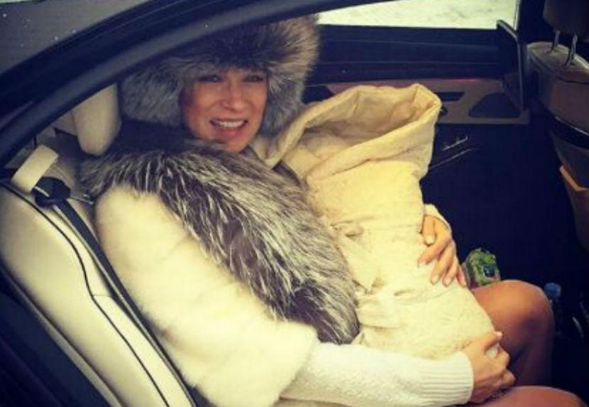 Олеся Судзиловская впервые показала новорожденного сына