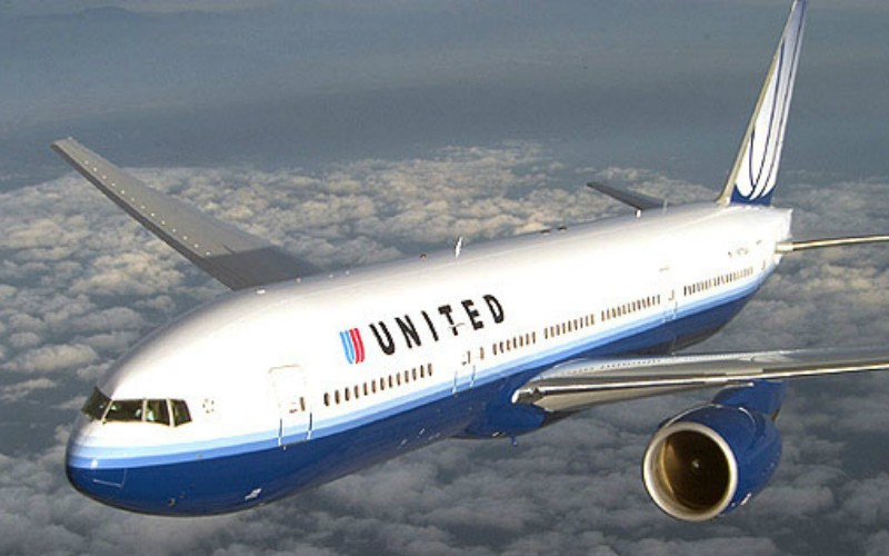 Самолет United Airlines экстренно приземлился из-за взбесившейся 22-летней пассажирки