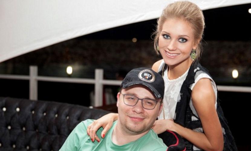 Кристина Асмус и Гарик Харламов показали подросшую дочь на пляже