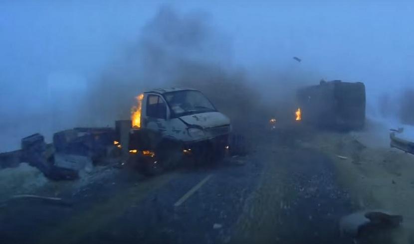 В Сети появилось видео жуткого ДТП со взрывом в Саратовской области