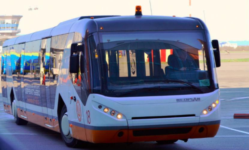 Пьяный пассажир угнал микроавтобус в аэропорту Шереметьево