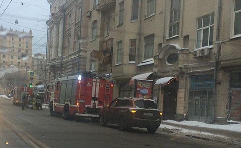 Рухнувший балкон вызвал транспортный коллапс в центре Москвы