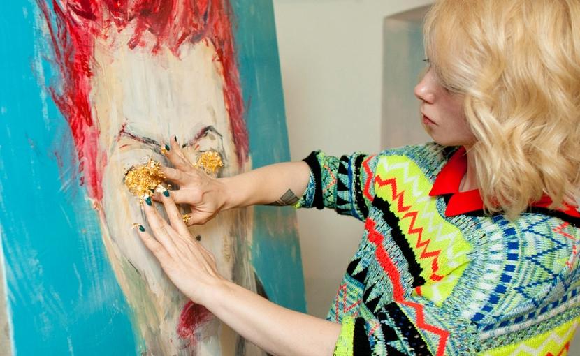 В память Дэвида Боуи московская художница провела необычный перфоманс