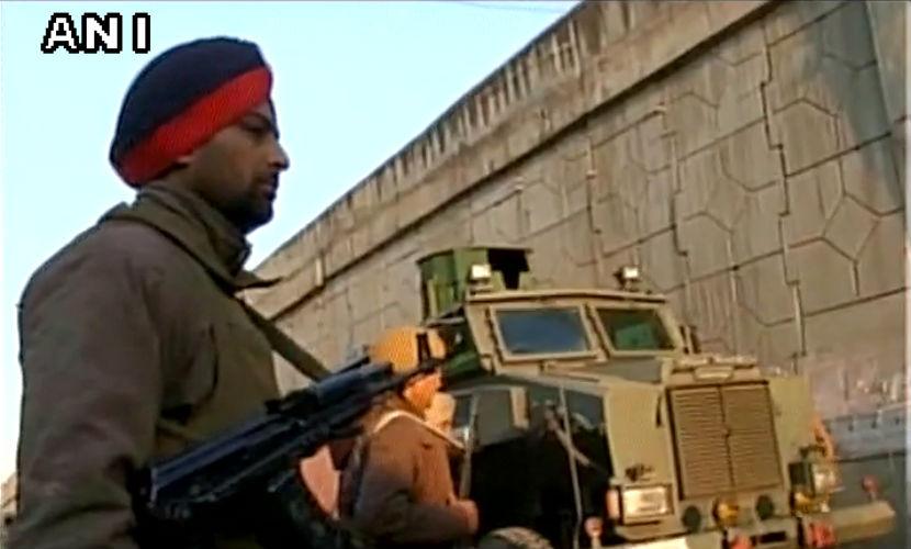 Два солдата погибли и шестеро ранены после нападения на авиабазу в Индии