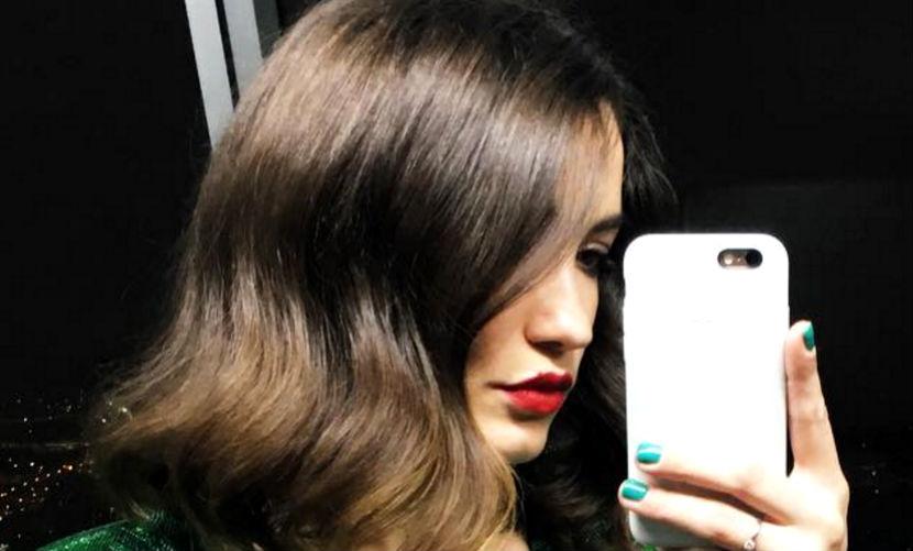 Виктория Дайнеко поразила экстремальным вырезом платья на модной вечеринке