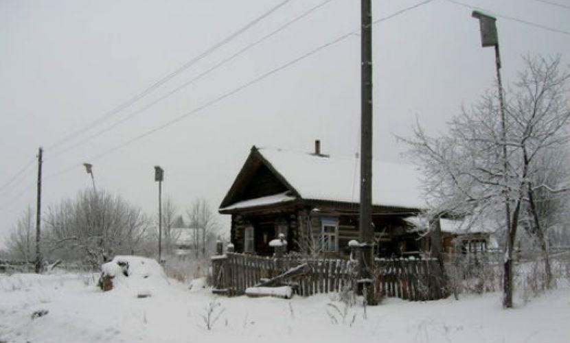 Годовалый малыш замерз на крыльце дома под Новосибирском, потеряв родителей