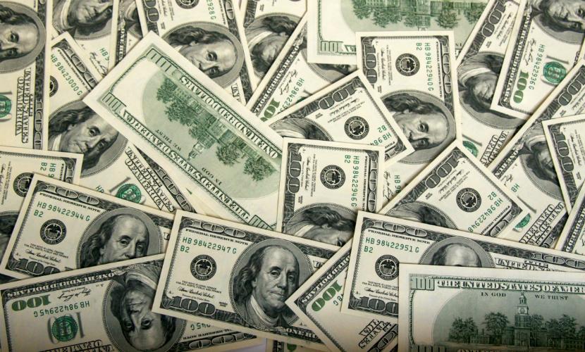 Доллар вырос до 82 рублей и обновил исторический максимум