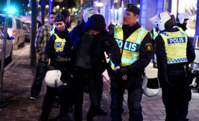 Мужчины в масках устроили массовое избиение мигрантов в центре Стокгольма