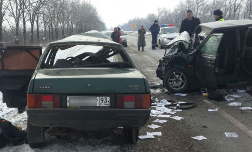 Взрослый и ребенок погибли в страшном ДТП на Кубани