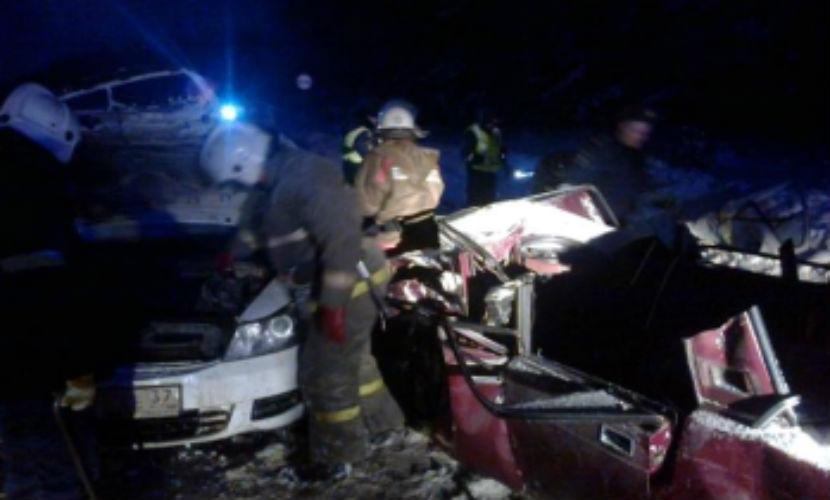 Муж с женой и таксист с пассажиром погибли в страшном ДТП под Ивановом