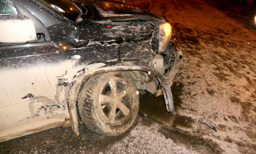 Водитель и пассажир погибли, еще четыре человека получили травмы в лобовом столкновении авто под Красноярском