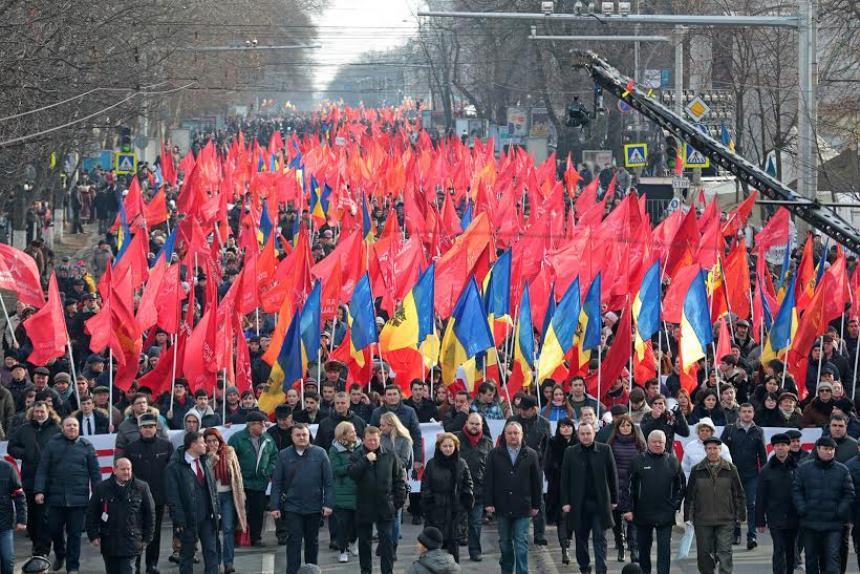 Жители Молдавии потребовали досрочных выборов и сотрудничества с братской Россией