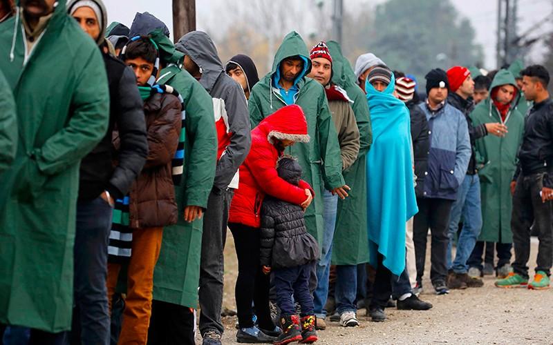 Франция обрушилась с критикой на Меркель из-за беженцев