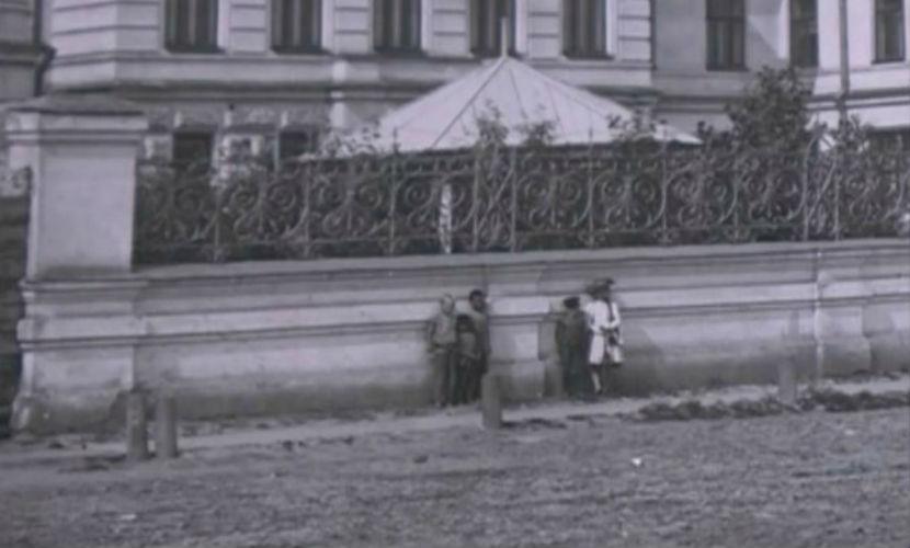 На старинных фотографиях в музее Красноярска обнаружили девочку-призрака
