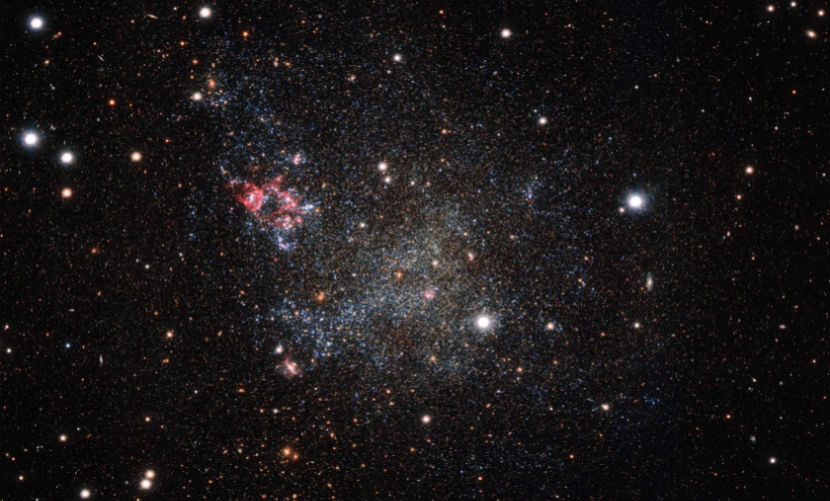 Астрономы обнаружили самую чистую и розовую галактику